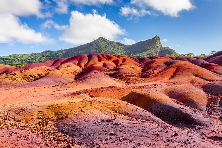 Naturschauspiel siebenfarbige Erde in Chamarel auf Mauritius