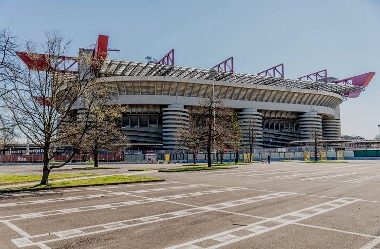 Das futuristische Guiseppe-Meazza-Stadion in Mailand