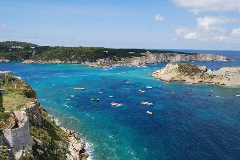 Blick auf die tremitische Insel Isola San Domino in Italien