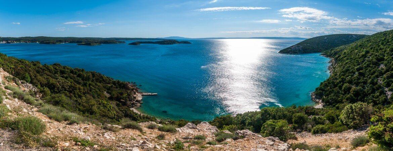 Blick von der kroatischen Küste auf das Meer