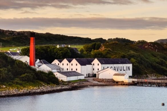 Lagavulin-Destillery in Schottland