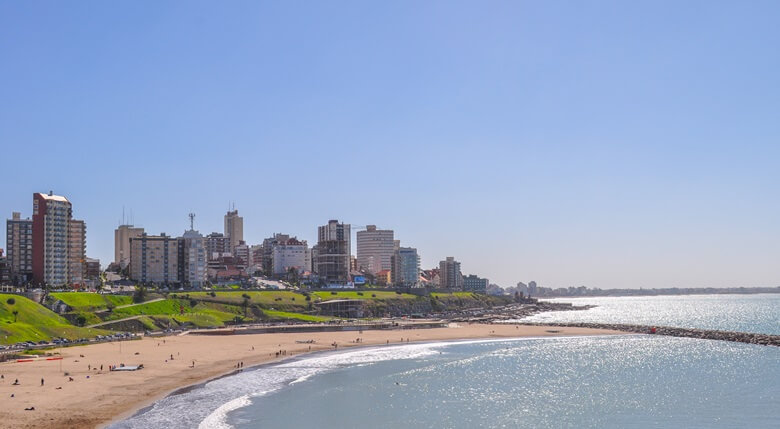 Strandabschnitt mit Hotels in Mar del Plata, Argentinien