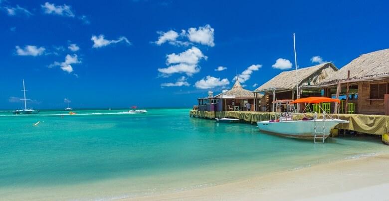 Fischerboote am Palm Beach auf Aruba