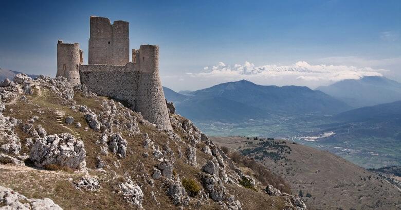 Rocca Calsacio in den Abruzzen in Italien