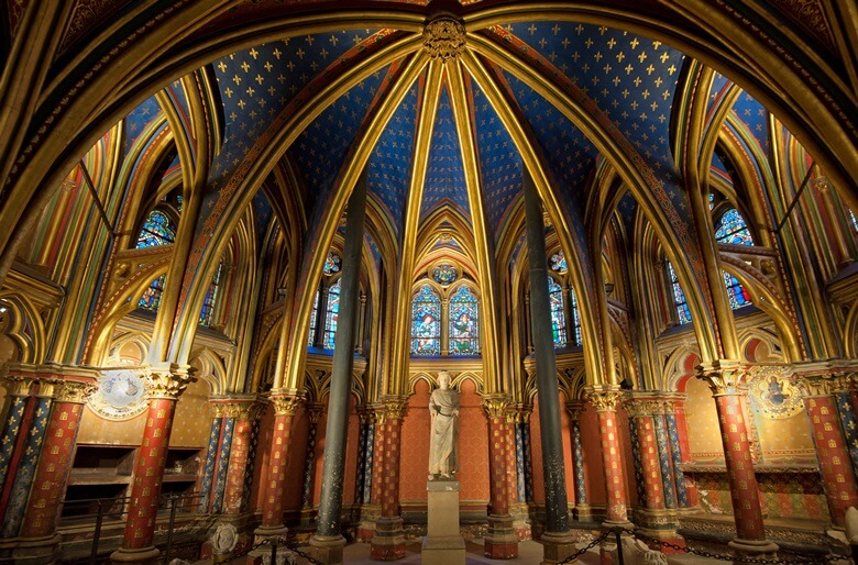 Das prunkvolle Innere der Saint-Chapelle in Paris