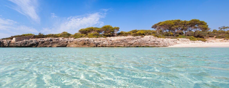 Blick auf die Baleareninsel Menorca