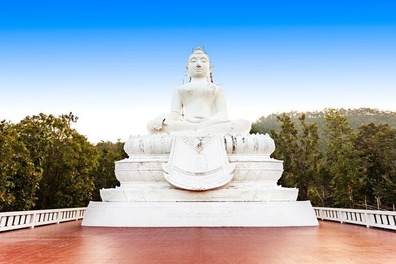Buddha-Statue im Tempel Wta Phra That Mae Yen in Pai, Thailand