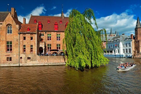 Kanäle und alte Zunfthäuser in der belgischen Stadt Brügge