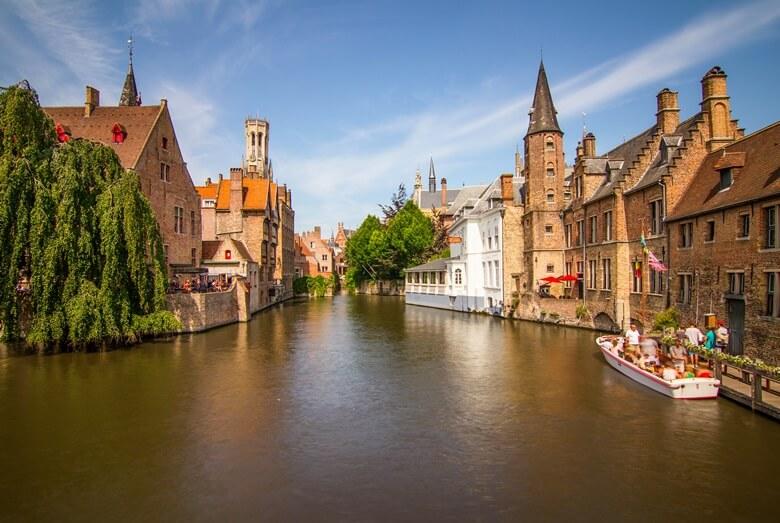 Kanal im Stadtzentrum von der belgischen Stadt Brügge