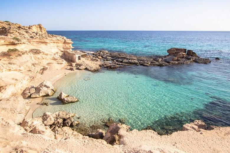 Bucht von Playa Es Calo des Morts in Formentera