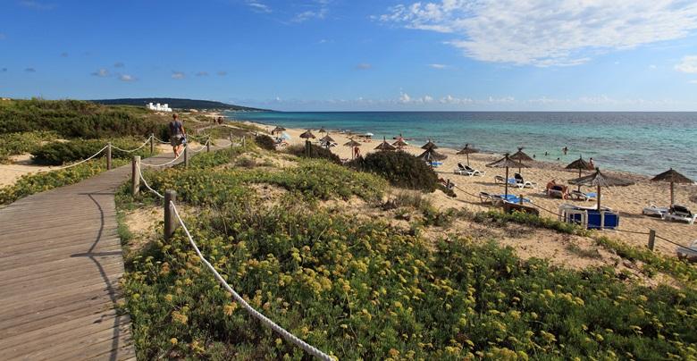 Der 7 Kilometer große Strand Playa des Migjorn auf Formentera
