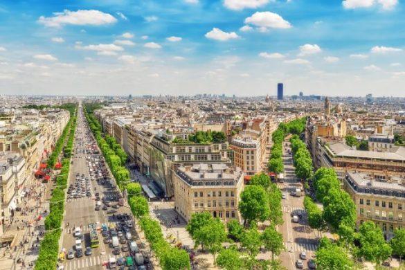 Blick über Paris und den Eiffelturm