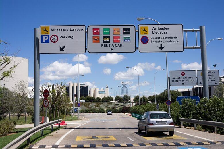 Schilder auf Mallorca mit Mietwagenfirmen