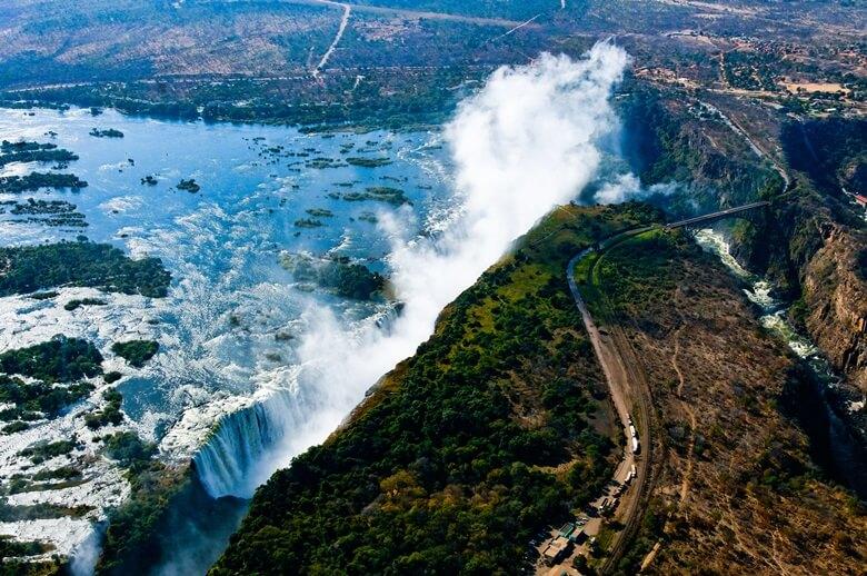 Panoramastraße entlang der beeindruckenden Victoria Falls in Simbabwe
