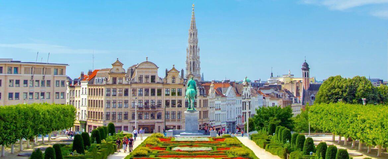 Groote Markt mit Blumen an einem sonnigen Tag in Brüssel