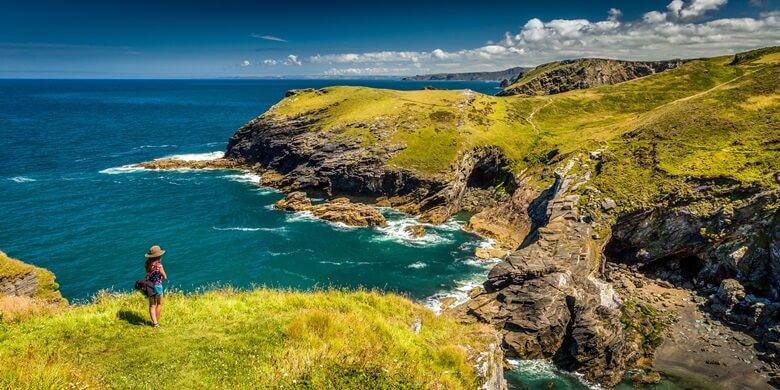 Küstenabschnitt bei Cornwall in Südengland