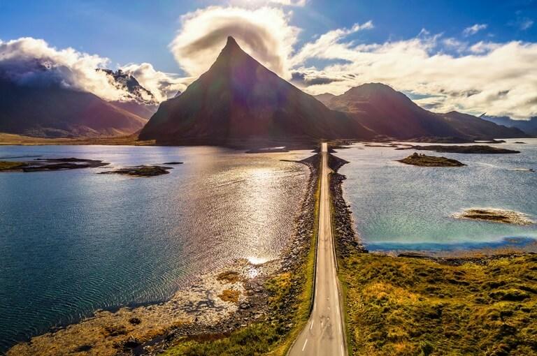 Panoramastraße auf den Lofoten in Norwegen