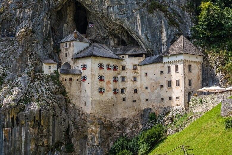 Mittelalterliche Höhenburg Predjama in Slowenien