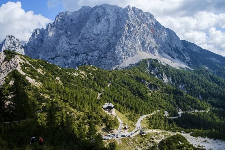 Blick vom Vrsic Pass auf die slowenischen Alpen
