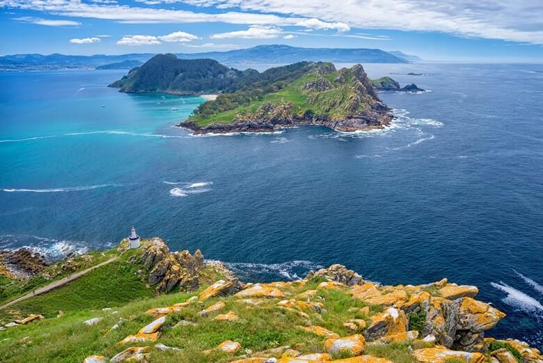 Wilde Bucht in Galicien mit tollem Ausblick auf das Meer