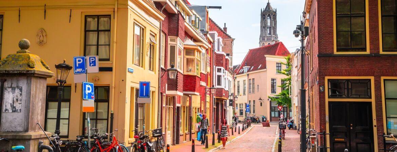Parkplätze in Utrecht mit Blick auf den Dom