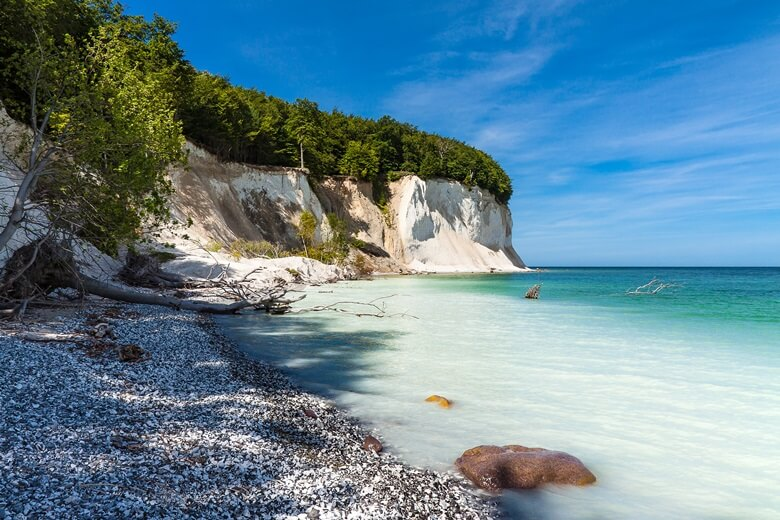 Die beeindruckenden Kreidefelsen auf der Insel Rügen in Deutschland