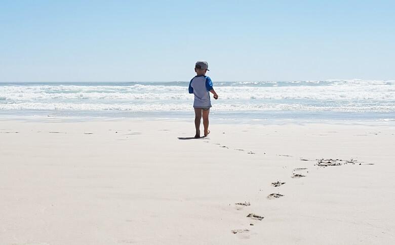 Kleinkind am Noordhoek Beach