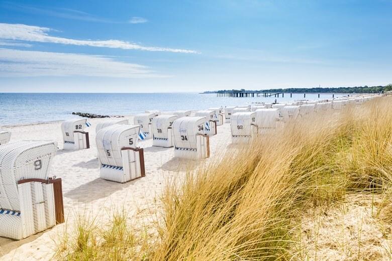 Strandkörbe am Timmendorfer Strand in der idyllischen Lübecker Bucht