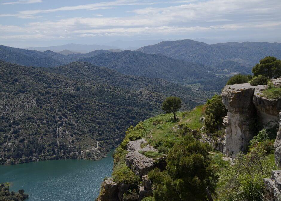 Fluss und Berge in de Pyrenäen