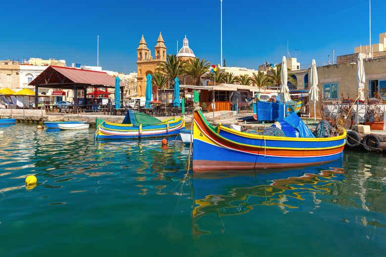 Traditionelle Boote am Hafen von marsaxlokk