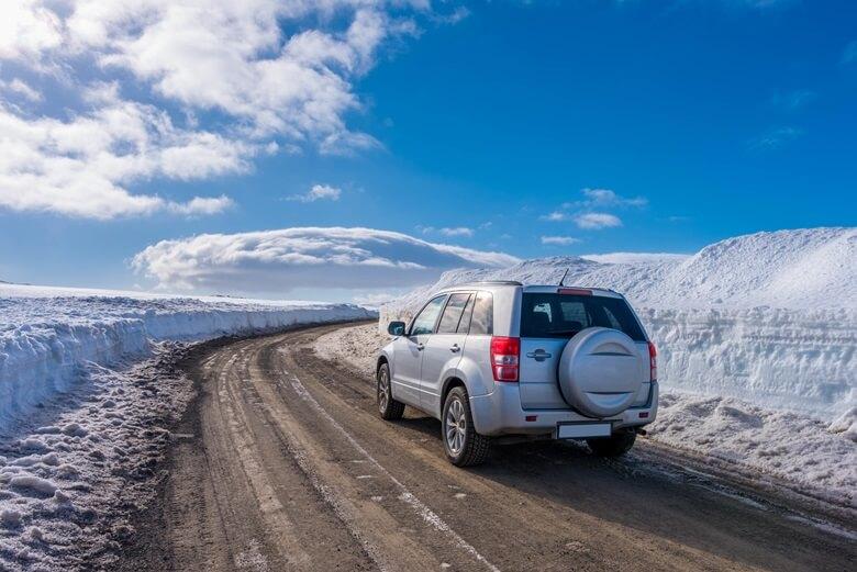 Auto in Island bei Schnee