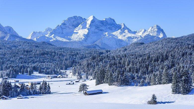 Blick auf die Zugspitze vom Werdenfelser Land aus