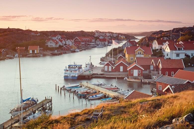 Fischerdorf an der westlichen Schärenküste in Schweden
