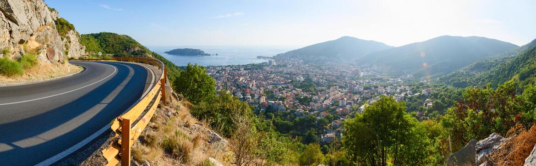 Straße in Montenegro mit Ausblick